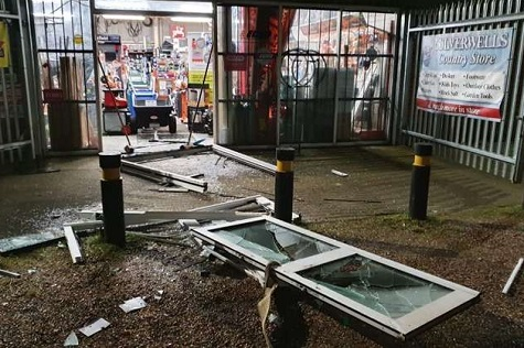 DEALERSHIP DOORS RIPPED OFF BY THIEVES IN 4X4